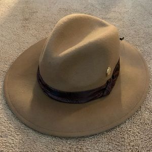 BRAND NEW WITH TAGS Vince Camuto stylish camel hat